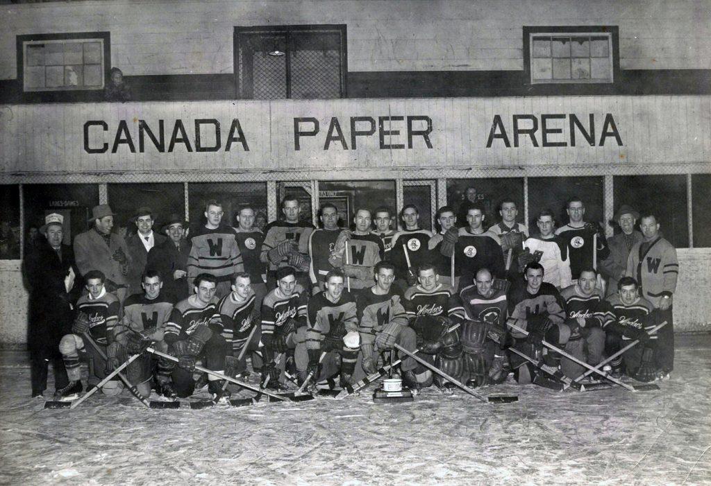 Domtar celebrates hockey team